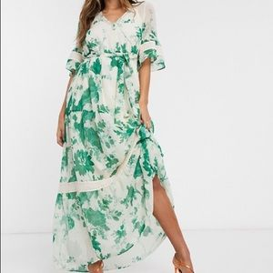 Hope & Ivy floral flute sleeve maxi dress